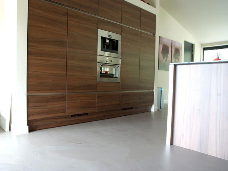 moderne gietvloer in de keuken