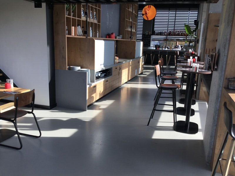 grijze woonbeton vloer keuken